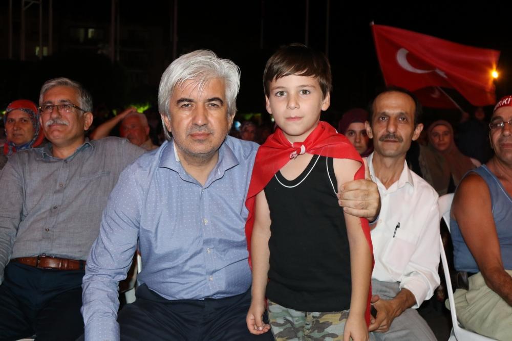Fotoğraflarla Akhisar'daki demokrasi nöbetinin son günü 78