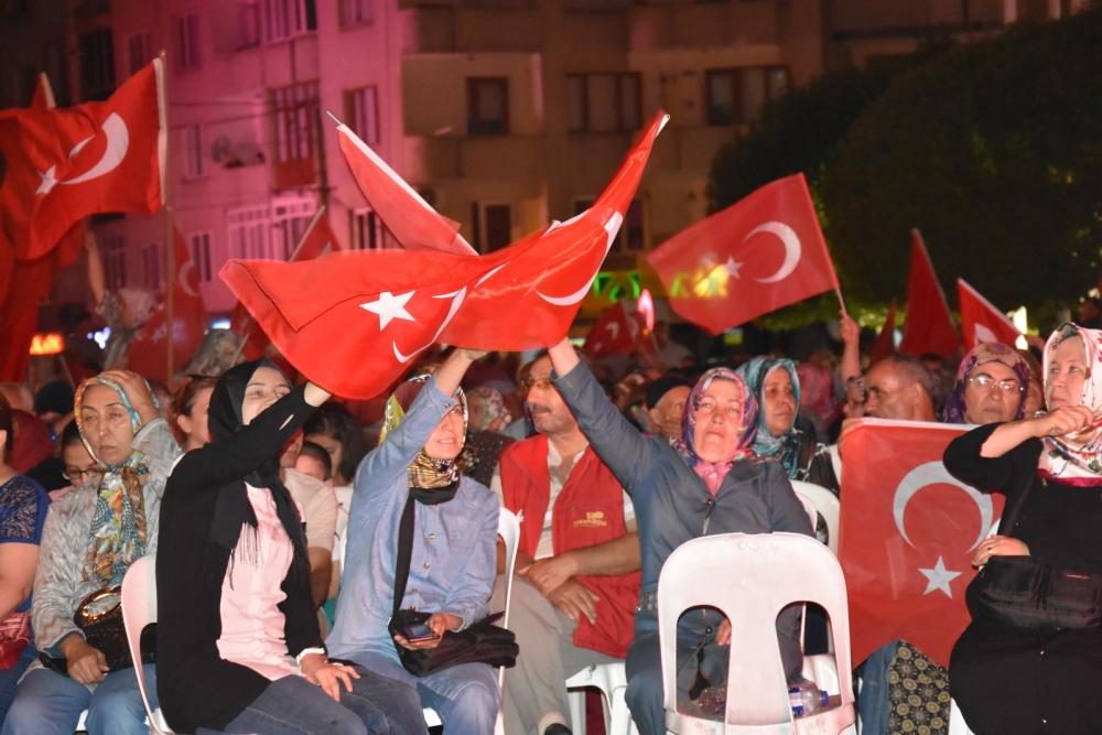 Fotoğraflarla Akhisar'daki demokrasi nöbetinin son günü 79