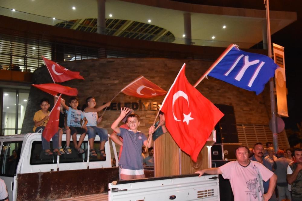 Fotoğraflarla Akhisar'daki demokrasi nöbetinin son günü 81