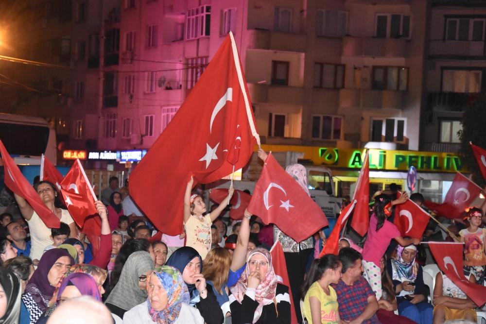 Fotoğraflarla Akhisar'daki demokrasi nöbetinin son günü 82