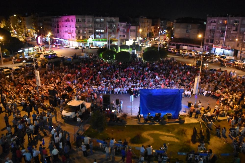 Fotoğraflarla Akhisar'daki demokrasi nöbetinin son günü 84