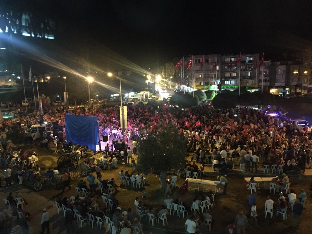 Fotoğraflarla Akhisar'daki demokrasi nöbetinin son günü 87