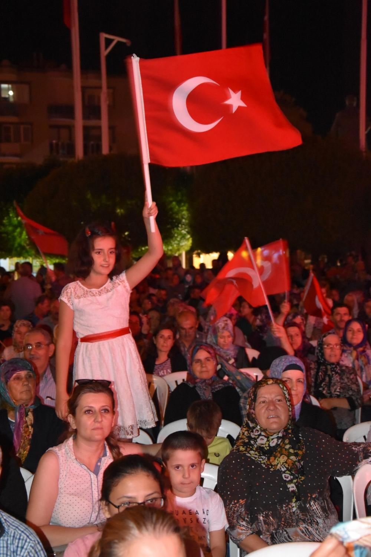 Fotoğraflarla Akhisar'daki demokrasi nöbetinin son günü 88