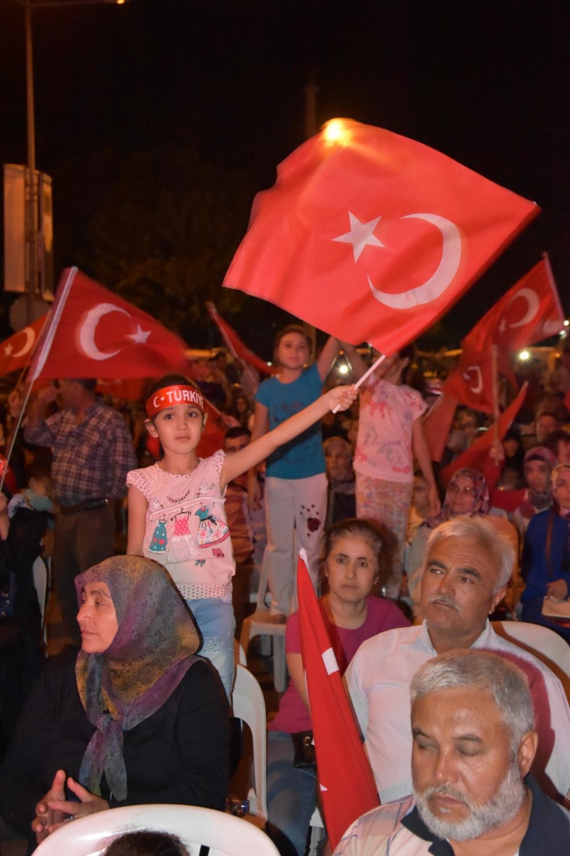 Fotoğraflarla Akhisar'daki demokrasi nöbetinin son günü 89