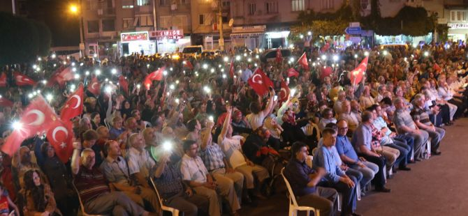 Fotoğraflarla Akhisar'daki demokrasi nöbetinin son günü