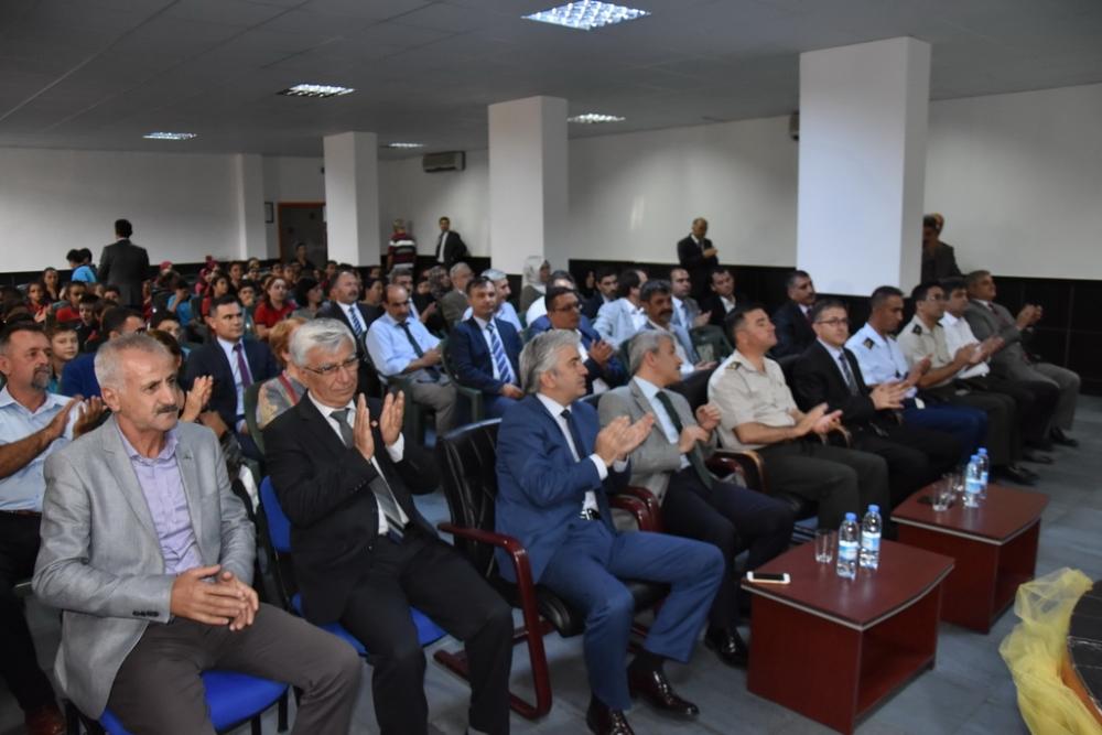 Fotoğraflarla Akhisar'da kutlanan ilköğretim haftası programı 37