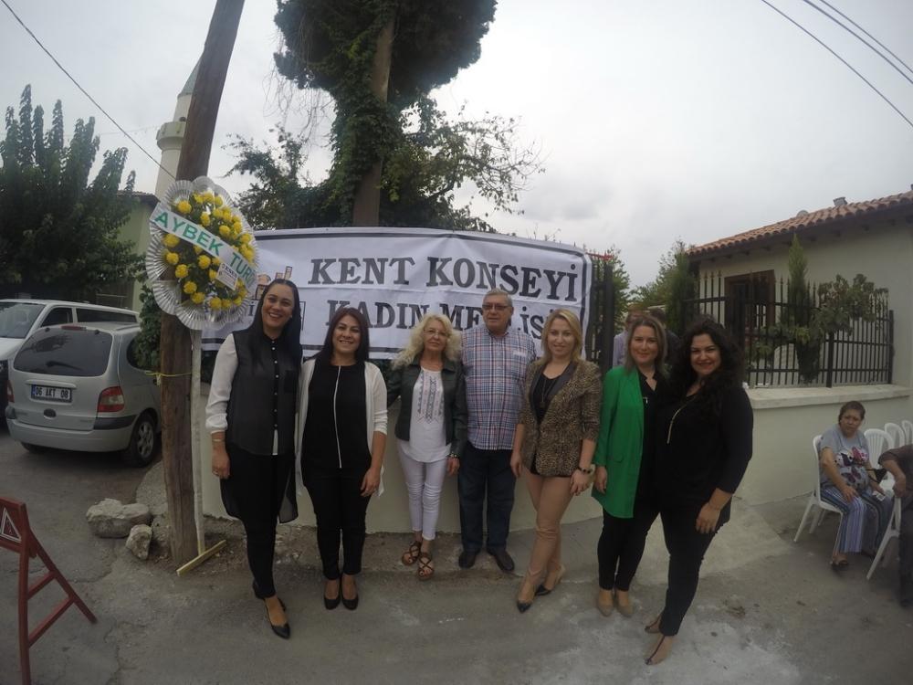 Fotoğraflarla Akhisar Kent Konseyi Kadın Meclisi aşure dağıtım etkinliği 11