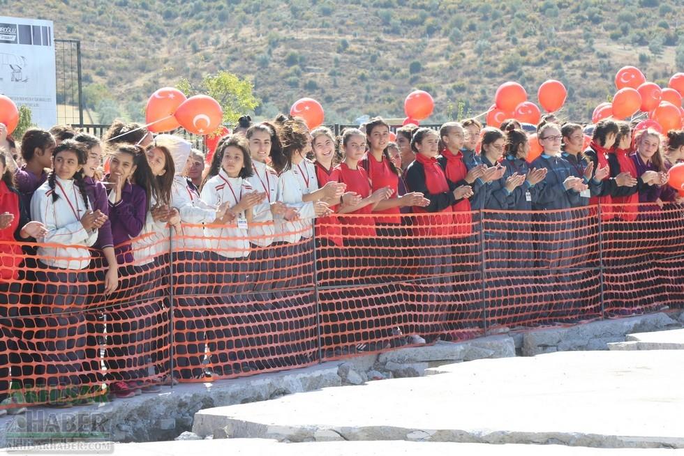 Fotoğraflarla Z.G.Ö. Kız Meslek Anadolu Lisesi Akıllı Spor Salonu Temel 21