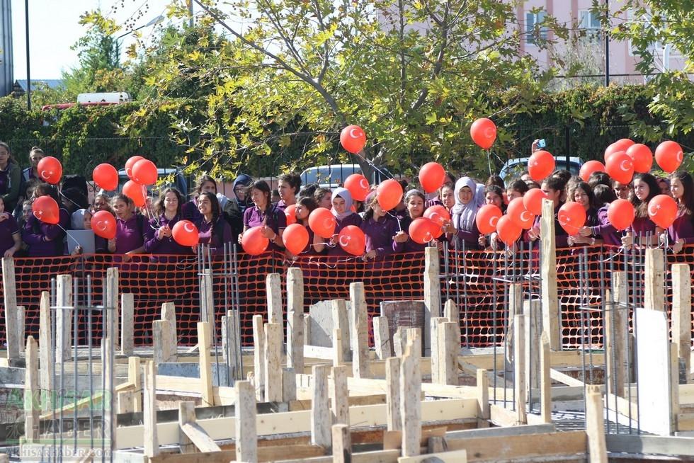 Fotoğraflarla Z.G.Ö. Kız Meslek Anadolu Lisesi Akıllı Spor Salonu Temel 26