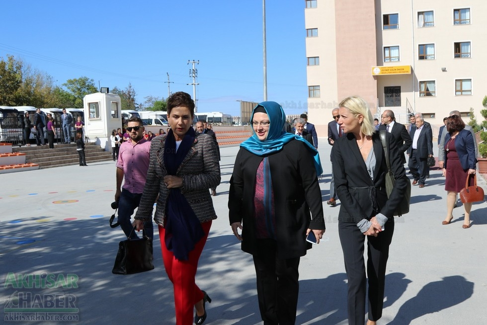 Fotoğraflarla Z.G.Ö. Kız Meslek Anadolu Lisesi Akıllı Spor Salonu Temel 3