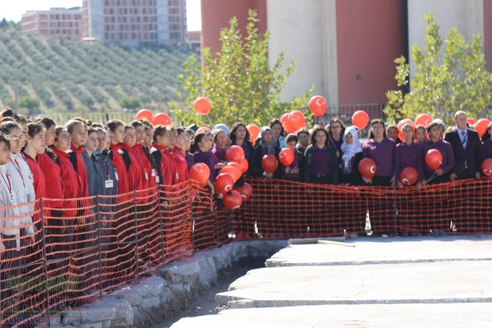 Fotoğraflarla Z.G.Ö. Kız Meslek Anadolu Lisesi Akıllı Spor Salonu Temel 45