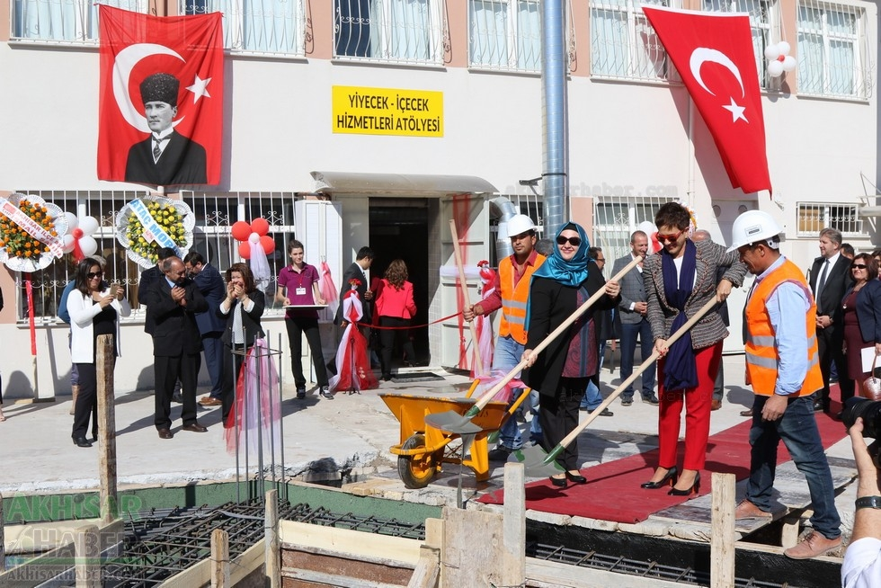 Fotoğraflarla Z.G.Ö. Kız Meslek Anadolu Lisesi Akıllı Spor Salonu Temel 90