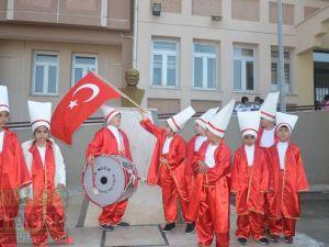 Akhisar Toki Zeytinkent İlkokulunda 23 Nisan coşkuyla kutlandı