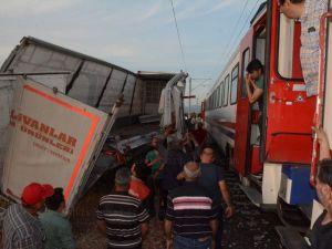 Akhisar OSB hemzemin geçidinde korkutan kaza
