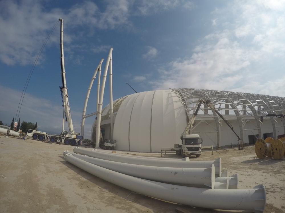 Spor Toto Akhisar Stadyumunda ilk aydınlatma direğinin montajı yapılıyor 1