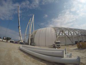 Spor Toto Akhisar Stadyumunda ilk aydınlatma direğinin montajı yapılıyor