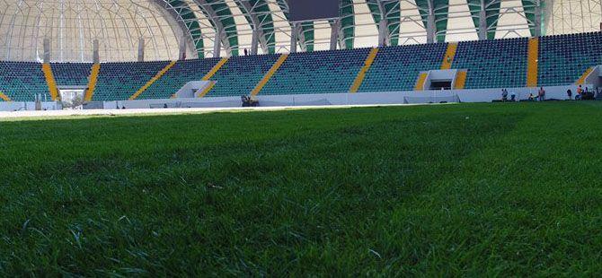 Stadyumda çim serimi devam ediyor