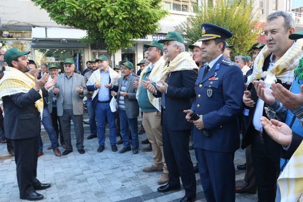 Akhisar'da zeytine minnet yürüyüşü yapıldı 1