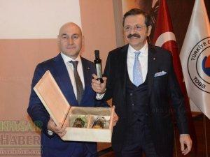 Akhisar Ticaret Borsası Başkanı Alper Alhat; Akhisar il olmayı hak ediyo