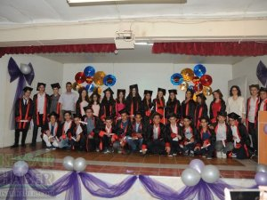 Akhisar Gazi Ortaokulunda mezuniyet töreni kutlandı