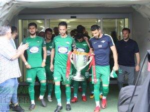 Akhisarspor, Ziraat Türkiye Kupası ile sahada taraftarı selamladı