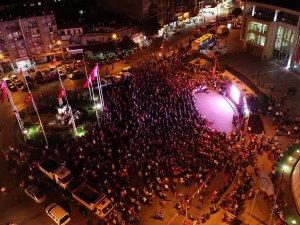 Akhisarlılar demokrasi nöbetine akın etti