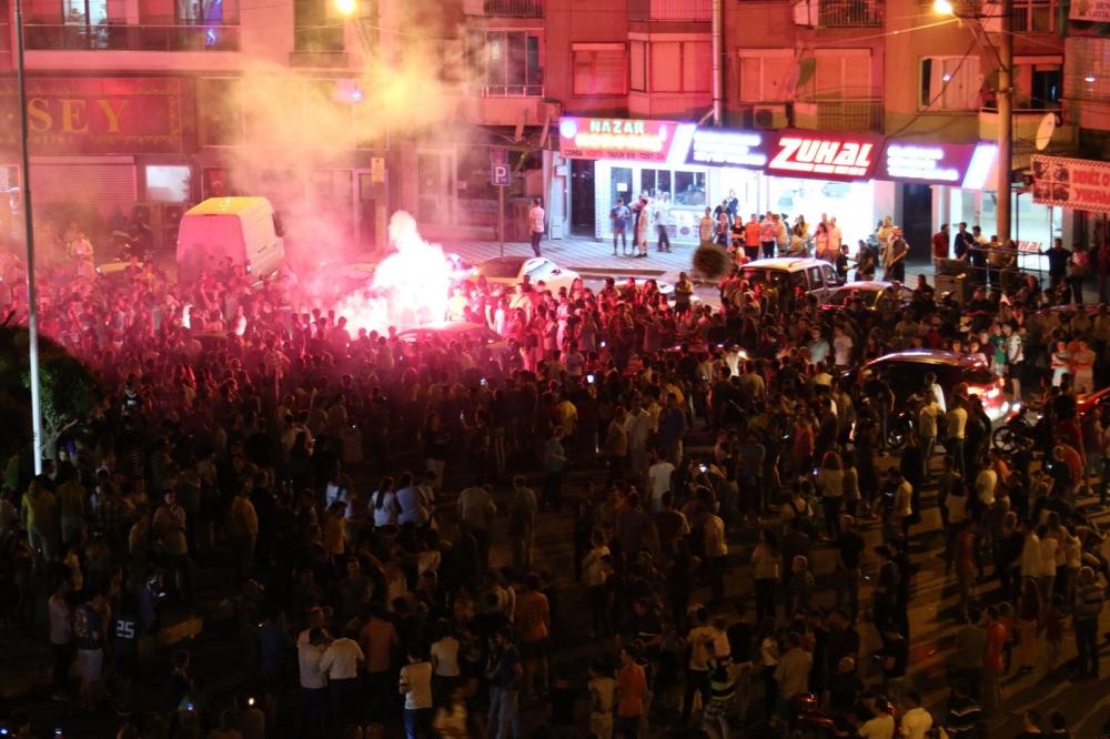 İşte dün gece Akhisar sokaklarından Süper Kupa kutlamaları 1