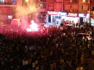 İşte dün gece Akhisar sokaklarından Süper Kupa kutlamaları