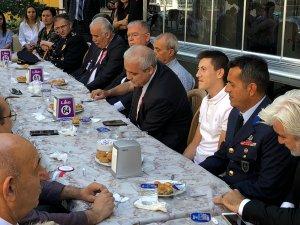 Manisa Valisi Mustafa Hakan Güvençer, Akhisarlı Afrin Gazisini ziyaret e