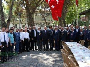 Akhisarlı Gaziler, protokol üyelerini kabul etti