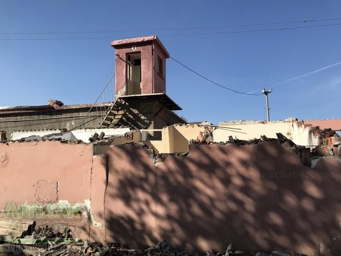 Akhisar eski cezaevi binası yıkılıyor 1