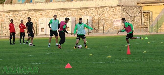 Akhisarspor, şehir stadyumunda çalışmalarını sürdürdü
