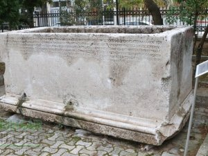 Akhisar'daki en değerli lahitlerden bir tanesi! Fabius Zosimos bu l