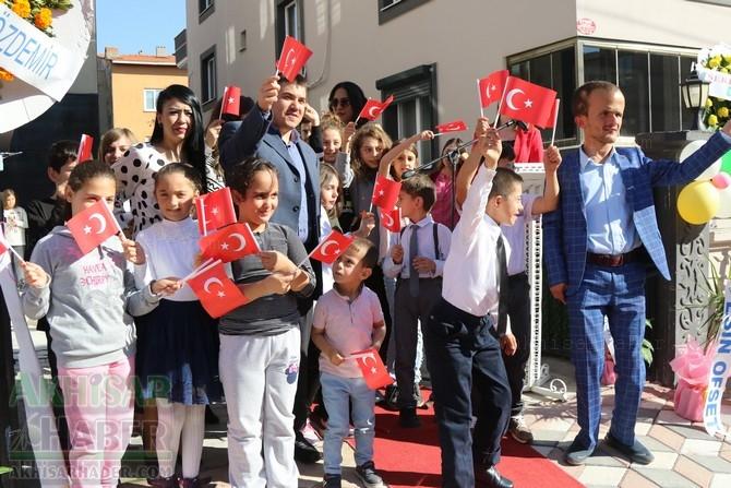Akhisar Gülen Yüzler Özel Eğitim ve Rehabilitasyon Merkezi açılışından o 1