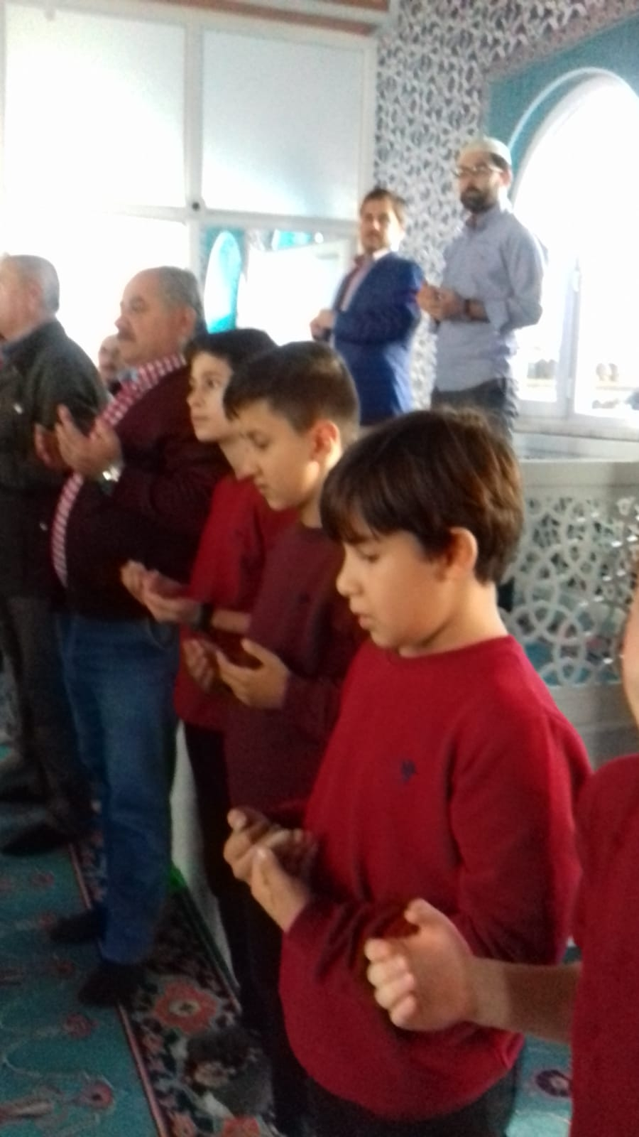 Akhisar'da Cuma namazı sonrası yağmur duası yapıldı 1