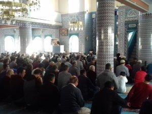 Akhisar'da Cuma namazı sonrası yağmur duası yapıldı