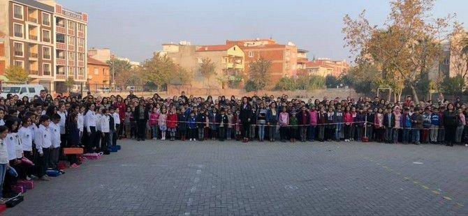 Gazi Ortaokulu, Ata'sını saygıyla andı