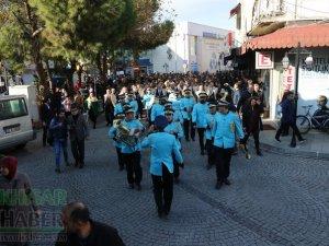 Akhisar'da Dünya zeytin Günü yürüyüşü renkli görüntülere sahne oldu