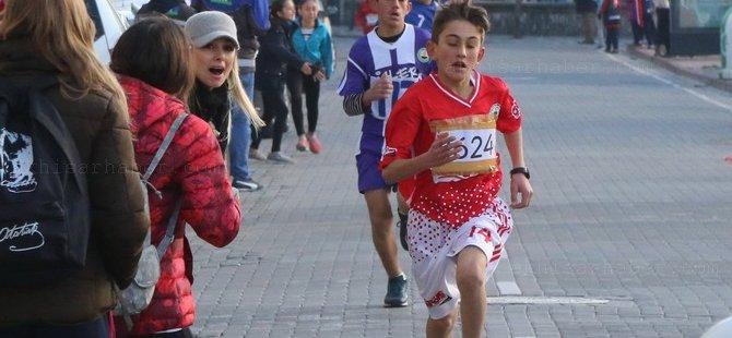 27 Aralık Atatürk Kır Koşusu Akhisar'da çekişmeli geçiyor