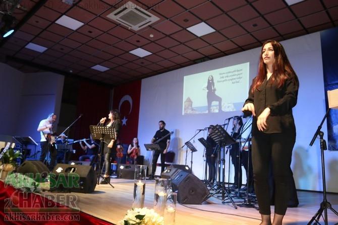 İşaret dili eşliğinde Barış Manço Konseri büyük ilgi gördü 1