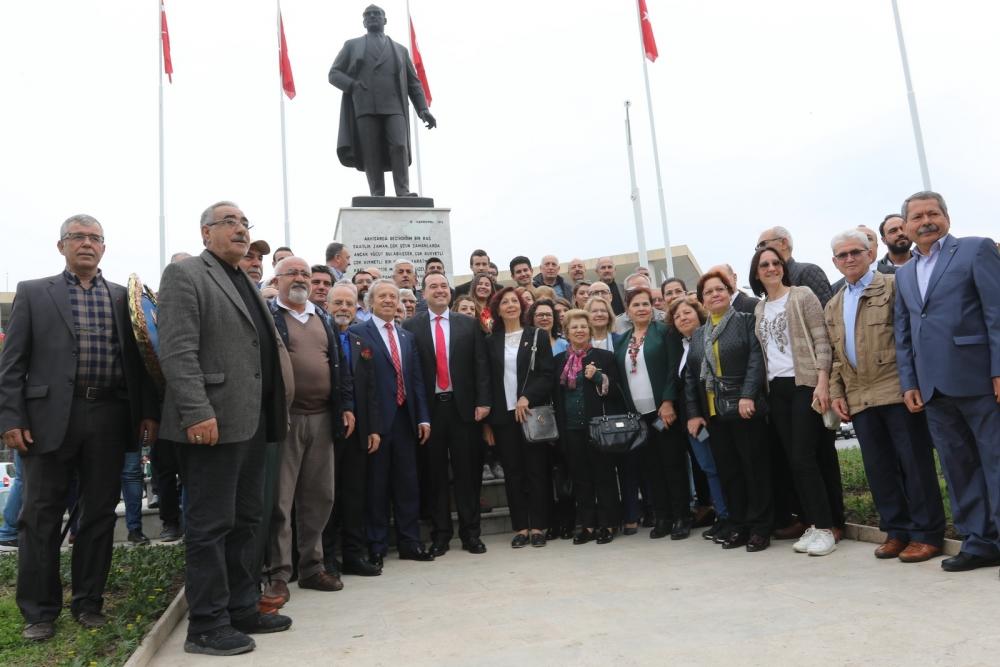 23 Nisan Ulusal Egemenlik ve Çocuk Bayramı Atatürk Anıtı çelenk sunma tö 1