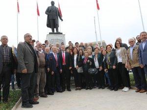 23 Nisan Ulusal Egemenlik ve Çocuk Bayramı Atatürk Anıtı çelenk sunma tö