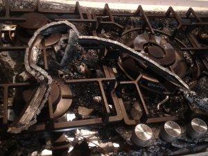 Akhisar'da set üst ocak bomba gibi patladı