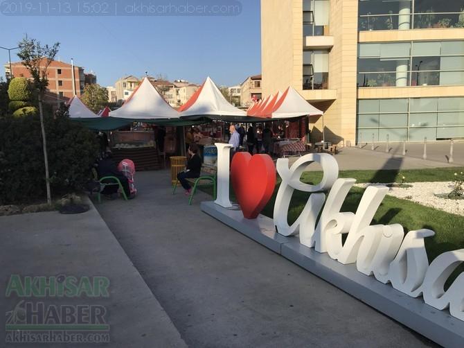 Akhisar'da Anadolu Yöresel Ürünleri ve El Sanatları Fuarı açıldı. 1