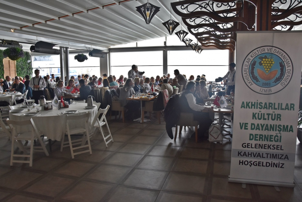 Akhisar Kültür ve Dayanışma Derneği'nin İzmir Karşıyaka'da düz 1