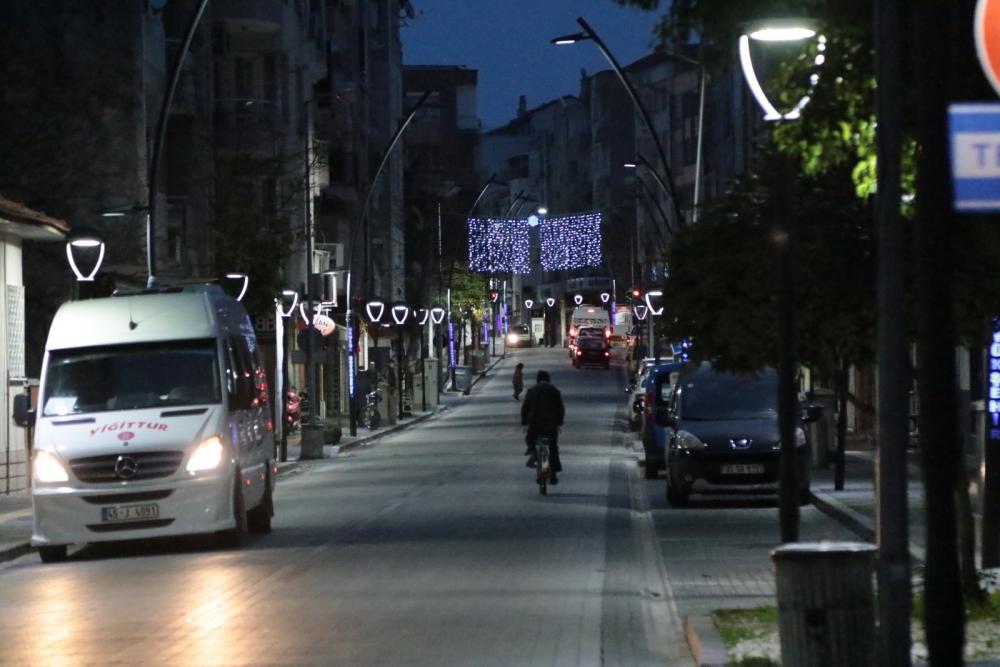 Akhisar'da sokaklar 2020'ye ışıl ışıl girecek 1