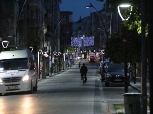 Akhisar'da sokaklar 2020'ye ışıl ışıl girecek