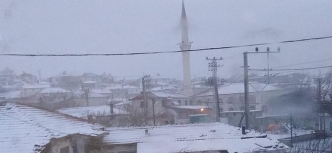 Akhisar, Akkocalı Mahallesinde kar yağışı başladı! İşte an itibari ile f 1