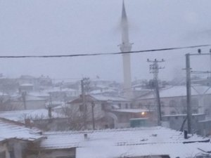 Akhisar, Akkocalı Mahallesinde kar yağışı başladı! İşte an itibari ile f