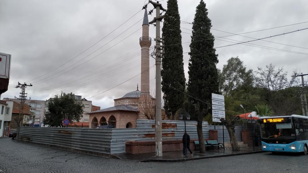 Akhisar Gülruh Yeni Camii restorasyon çalışmaları devam ediyor 1